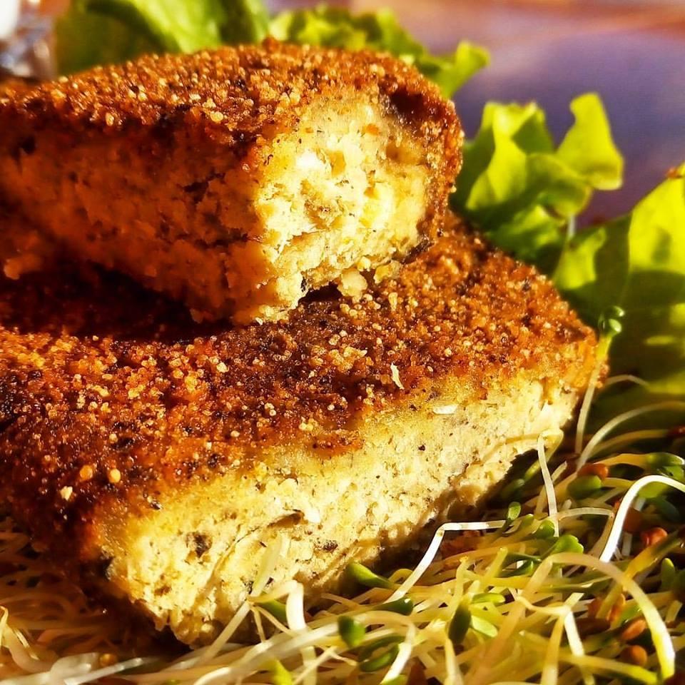 """""""Peixe"""" de grão-de-bico com alga do Armazém VegAninha. Foto: Divulgação"""