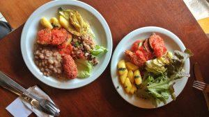 Veg & Tal tem opções de buffet livre ou por quilo. Foto: Apneia Filmes/Divulgação