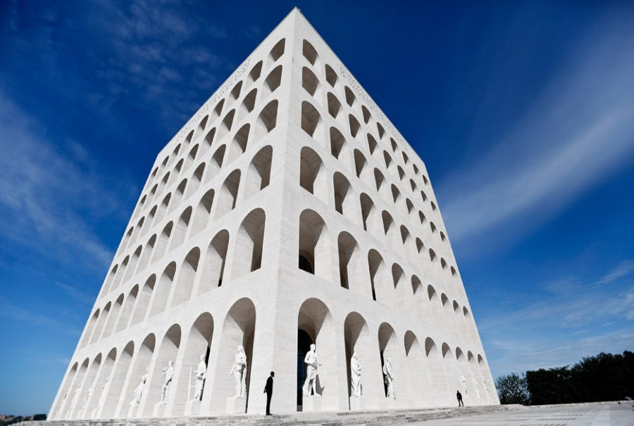A fachada do icônico Palazzo Della Civiltà Italiana, edíficio criado pelo ditador Benito Mussolini em 1943. (crédito: divulgação).