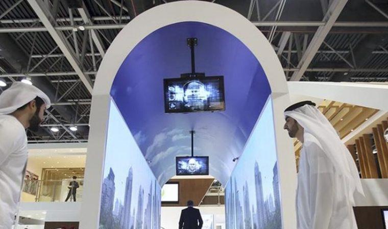 Aquário virtual no aeroporto de Dubai faz reconhecimento facial