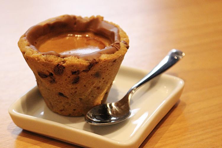 Cookie Stories por Lorenzo Bernardi Cookie Shot recheado com chocolate belga e espresso