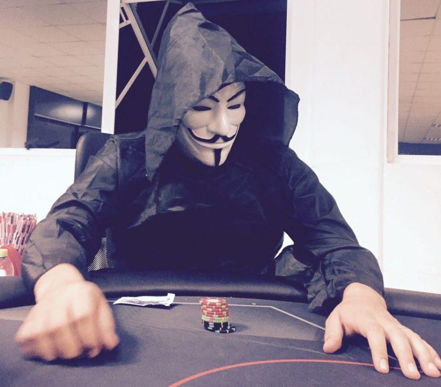 O jogador misterioso em ação. Preconceito o fazia não revelar a identidade.