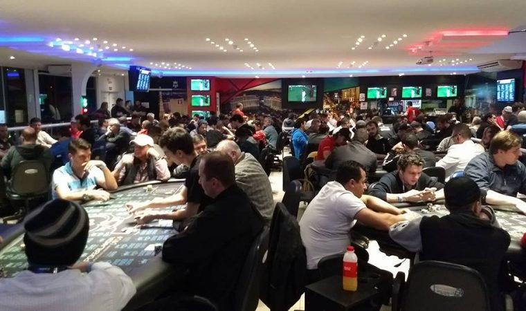 Casa de poker de Curitiba já pagou mais de R$ 2 milhões em prêmios este ano