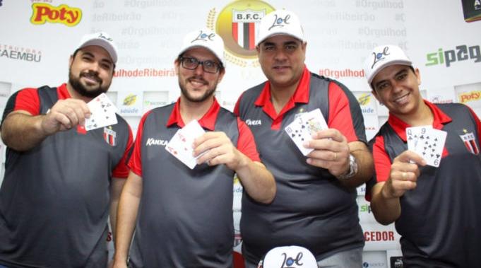 Time de futebol de São Paulo lança equipe de poker que disputará o Mundial
