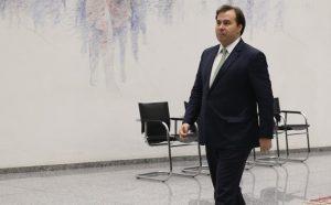 O presidente da Câmara Rodrigo Maia (DEM-RJ) gastou R$ 1 milhão de em viagens para casa nos últimos 12 meses.