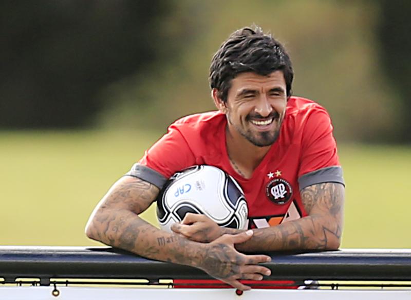 O argentino Lucho González foi eleito um dos 500 jogadores mais importantes do planeta na temporada 2016/2017 pela revista inglesa World Soccer.
