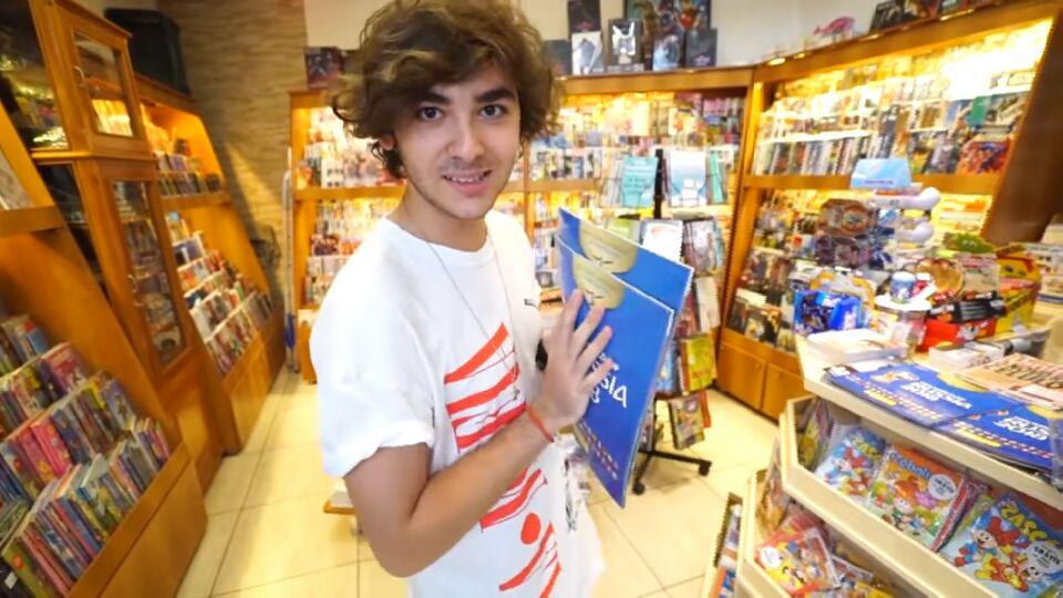 Filho de Galvão Bueno compra R$ 1 mil em figurinhas da Copa