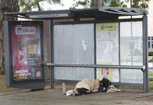 Moradores de rua: condições sub-humanas e falta de atuação das autoridades. Foto: Aniele Nascimento/Gazeta do Povo.