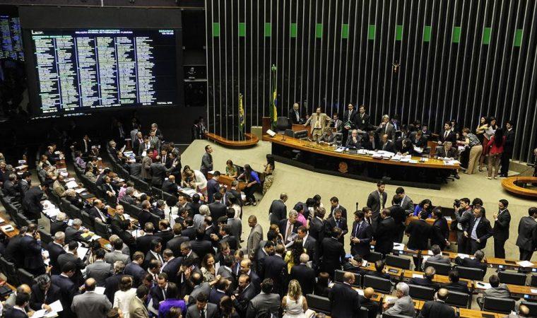 Governo Temer defende aposentadoria especial para deputados (em meio à reforma da Previdência)