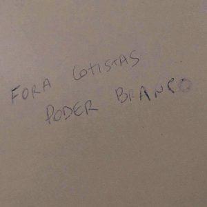Pichação em banheiro da UFPR. Reprodução/Facebook