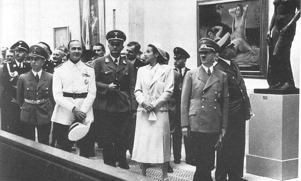 Exposição de arte degenerada no governo nazista.