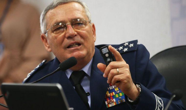Comandante da Aeronáutica diz a jornal que intervenção militar seria retrocesso