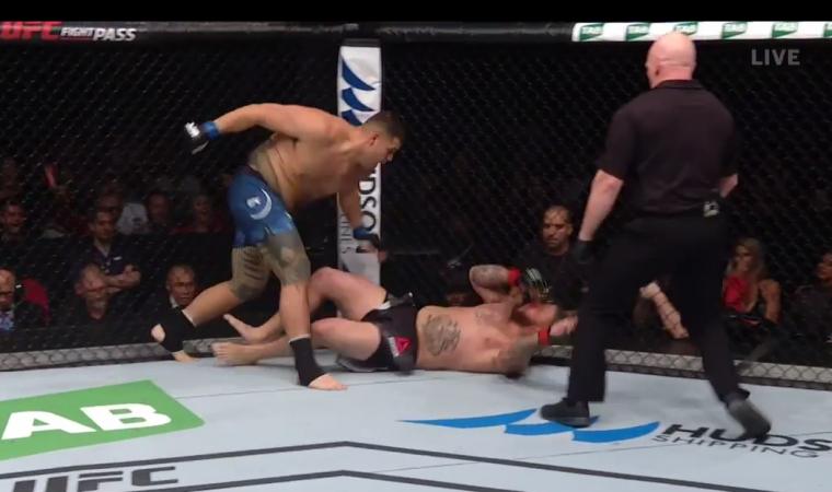 Veja a joelhada voadora brutal do UFC Sydney