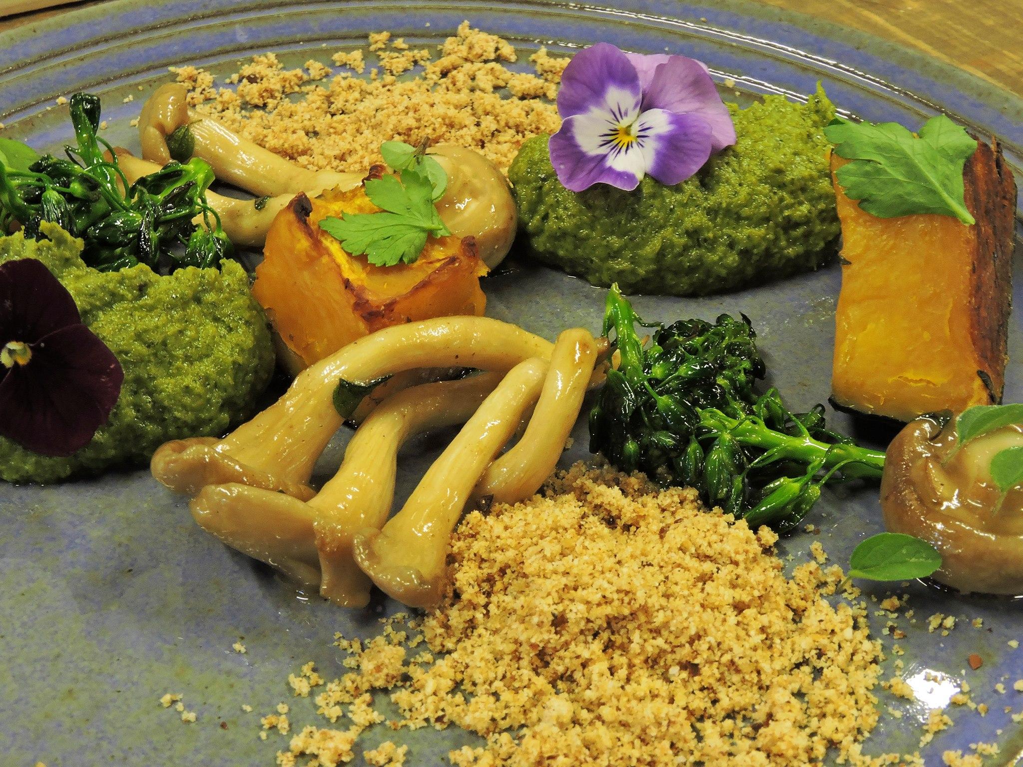 Cogumelo, abóbora e brócolis feita pelo Paladar Musical em uma segunda-feira sem carne no Coletivo Alimentar. Foto: Reprodução/Facebook