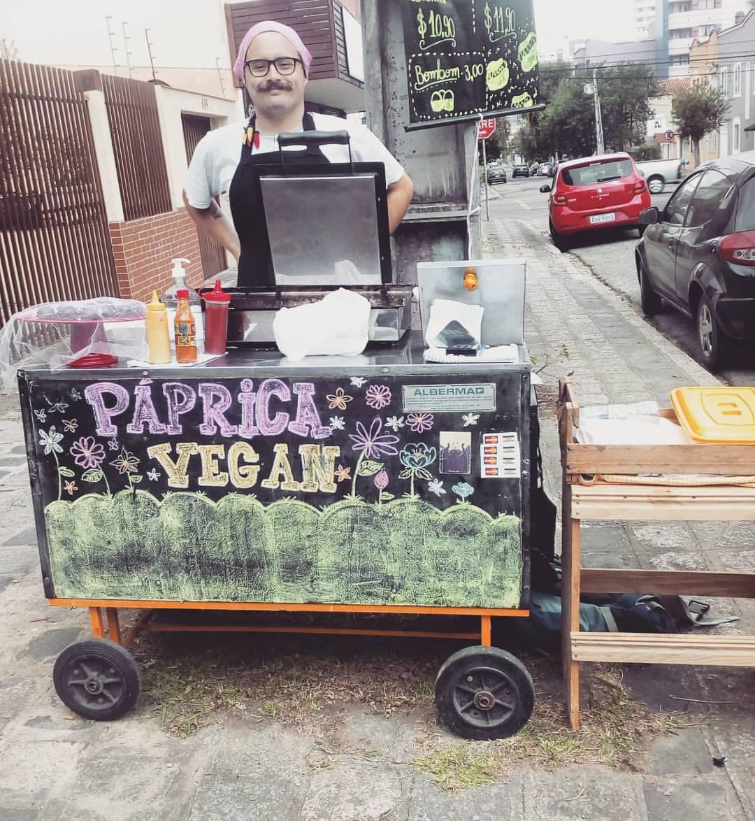 O carrinho de cachorro-quente que agora muda-se para uma loja próxima à reitoria da UFPR. Foto: Divulgação