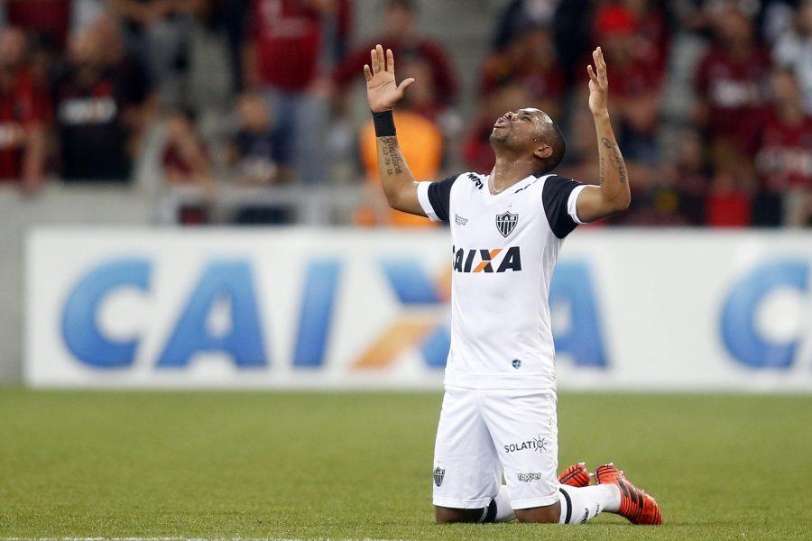 Condenado por estupro, Robinho merece uma chance no seu time? Robinho em ação contra o Atlético-PR, na Arena. Albari Rosa/Gazeta do Povo