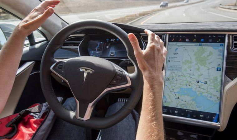 Carros autônomos da Tesla não vão mais precisar de intervenções humanas no volante