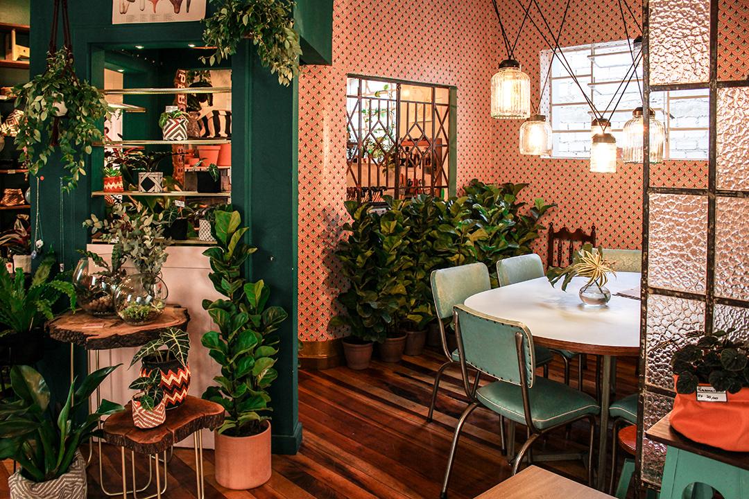 Botanique Café Bar e Plantas por Lorenzo Bernardi