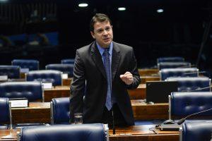Senador Reguffe abriu mão das mordomias do cargo: economia em três anos chega a R$ 6 milhões.