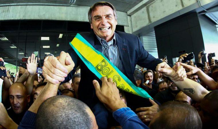 Bolsonaro viaja em campanha presidencial com dinheiro da Câmara. Pode isso, Arnaldo?