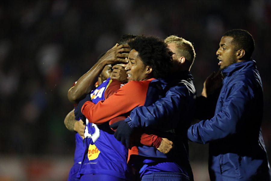 Jogadores do Paraná Clube festejam vitória contra o Bahia no Brasileirão 2018. Foto: Albari Rosa/Gazeta do Povo Biteco no detalhe Vila Capanema