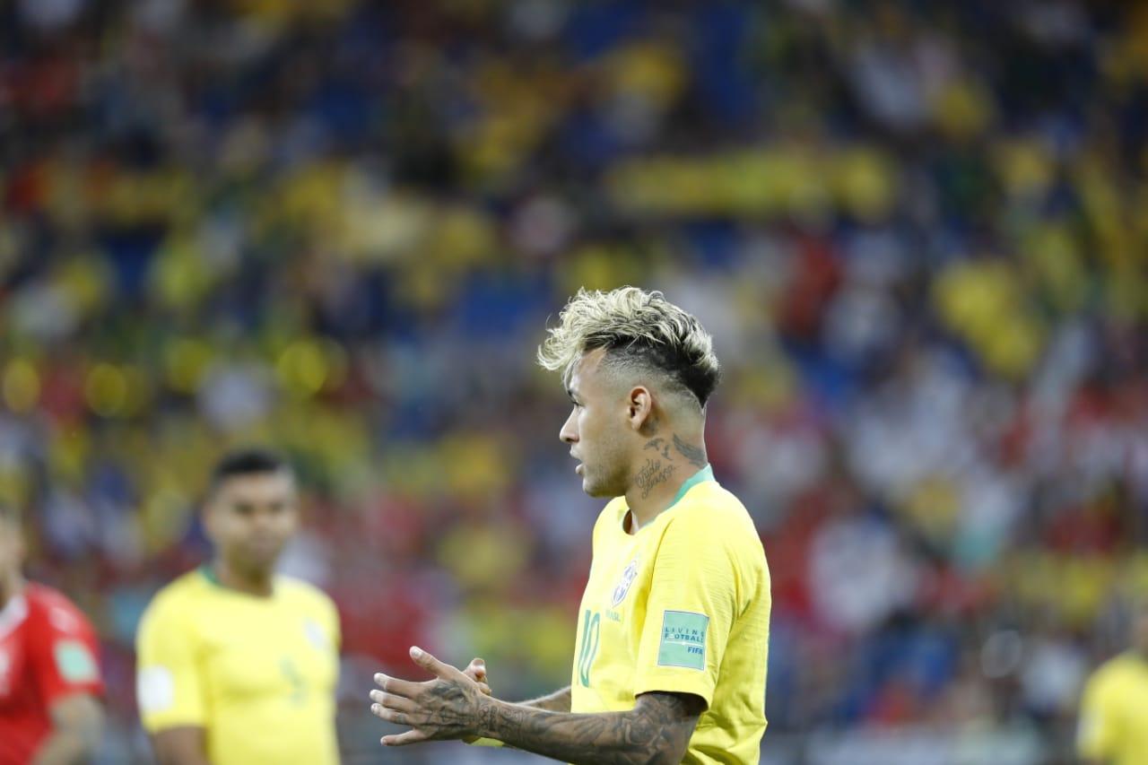A começar pelo topete de Neymar, uma estreia infeliz do Brasil