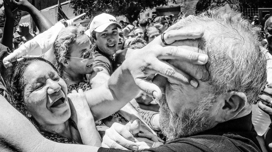 Foto produzida pela equipe de Lula, durante a caravana pelo Nordeste: estética religiosa, do