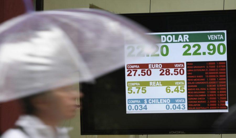 Casa de câmbio na Argentina: desvalorização do peso fez juros dispararem no país.