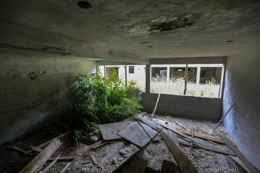 Obra abandonada de escola em Ponta Grossa, que estava sob responsabilidade da Valor (Foto: Jonathan Campos)