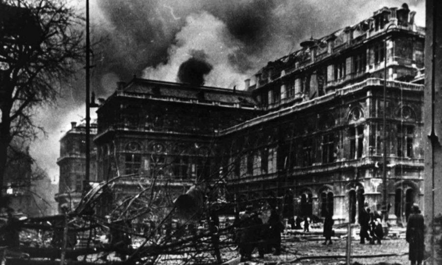 A ópera de Viena bombardeada em março de  1945, ponto de partida para a composição de