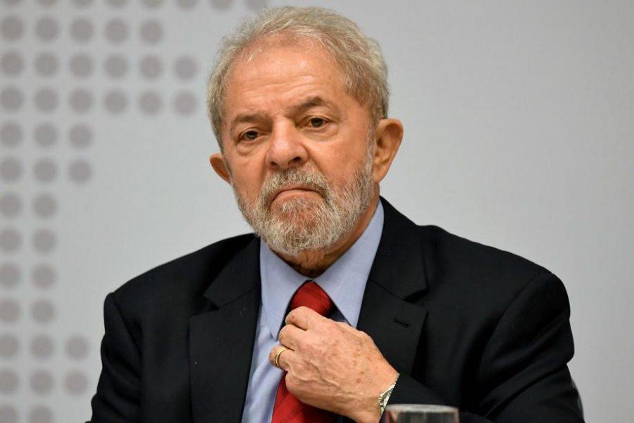 Lula em Curitiba: momento histórico.