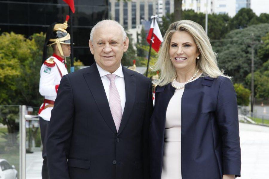 Cida Borghetti com o presidente da Assembleia, Ademar Traiano.