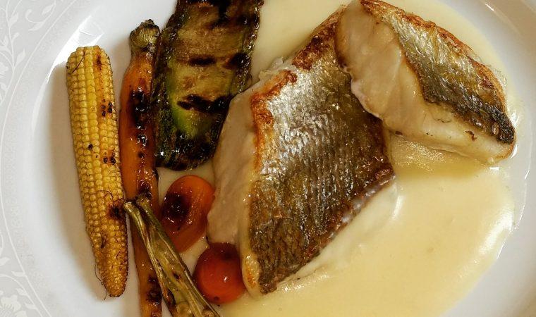 Um prato dos deuses: Robalo, legumes grelhados e purê de mandioca defumada. Pra fazer em casa