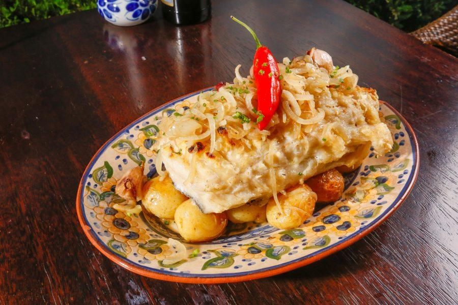 Bacalhau na brasa, a nova estrela entre os pratos de bacalhau do Olivença. (Fotos/ Valterci Santos)