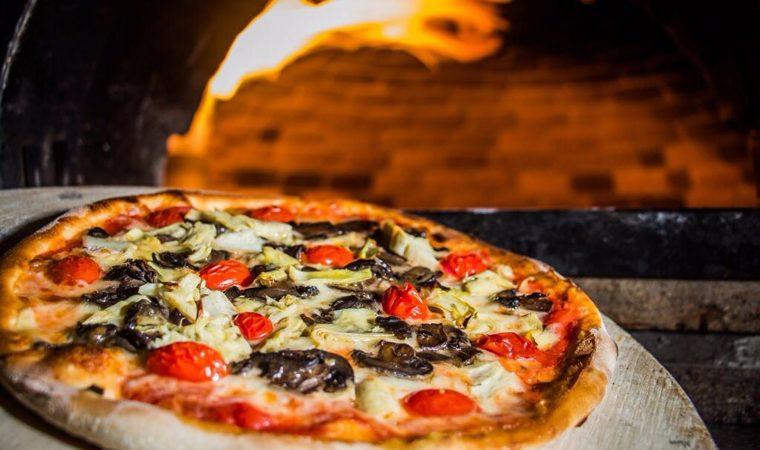 Chef Dudu Sperandio cria pizzas exclusivas para serem servidas em espaço da cervejaria Bodebrown