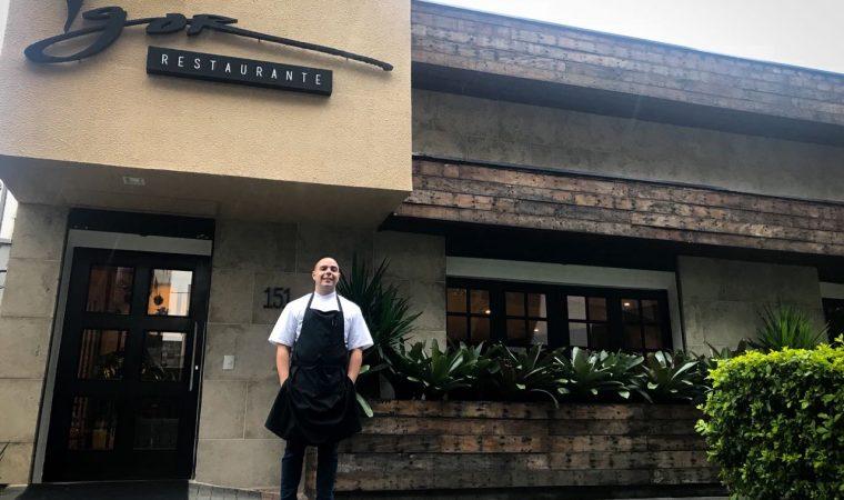 Chef de 26 anos faz cozinha moderna e criativa em pequeno restaurante no Batel